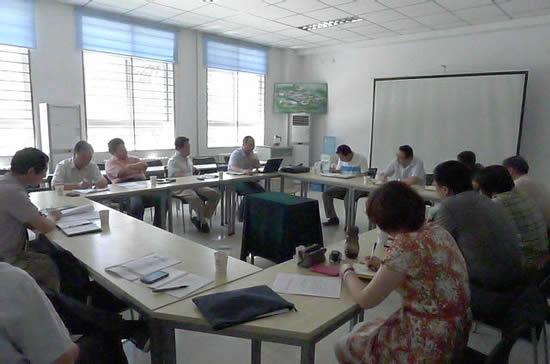 湖北十堰东风汽车公司高级技工学校参观技师学院高清图片